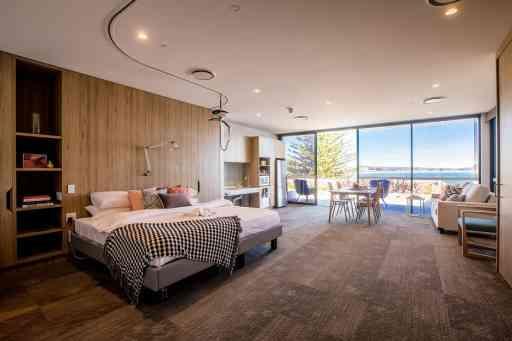 Sargood-on-collaroy-ocean-view-room-recoloured
