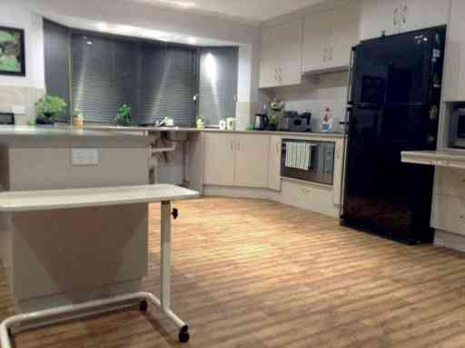 Vicky_home_kitchen_01